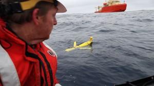 oscar sees glider near gould